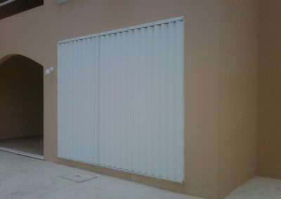 cortinas-anticiclonicas-tipo-acordeon-de-aluminio-4