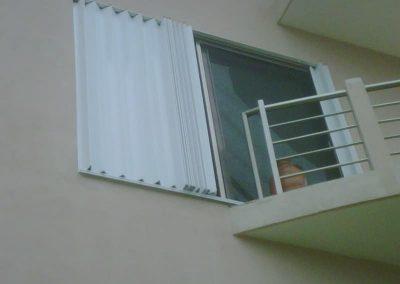 cortinas-anticiclonicas-tipo-acordeon-de-aluminio-6